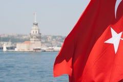 turk för flaggaistanbul jungfru- torn Royaltyfria Foton