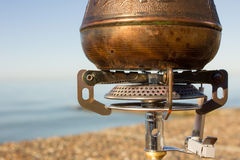 Turk met koffie op een gasfornuis Royalty-vrije Stock Afbeeldingen