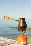 Turk met koffie op een gasfornuis Royalty-vrije Stock Foto's