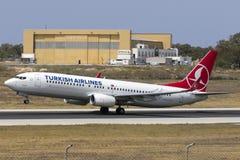 Turk 737 som tar av Arkivfoton