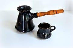 Turka para o café e os copos de café Fotos de Stock Royalty Free