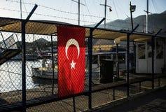 Turken sjunker abstrakt begrepp förse med en hulling begreppsmässig designillustrationtråd Royaltyfri Bild