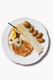Turkiet biff med sparris, örtsmör och potatisar Royaltyfri Foto