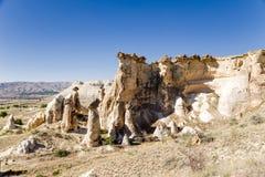 Turkiet Cappadocia Delen av grottastaden runt om Cavusin med grottor sned in i vagga Royaltyfri Bild