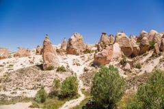 Turkiet Cappadocia Den pittoreska dalen Devrent med diagram av att rida ut (outliers) Royaltyfri Bild