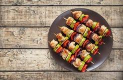 Turkiet eller fega kebabsteknålar med peppartomater Royaltyfria Foton