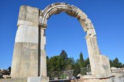 Turkiet Izmir, Bergama i Hellenistic gammalgrekiska en dörr eller en port, denna är en verklig civilisation, badar Royaltyfria Bilder