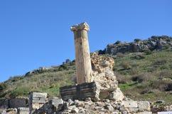 Turkiet Izmir, Bergama i Hellenistic olika steninskrifter för gammalgrekiska, denna är en verklig civilisation, badar Arkivbild