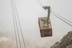 Turkiet Kemer, kabelbilen som monterar Tahtali (Olympos) Royaltyfria Bilder