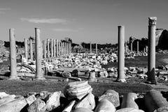 Turkiet. Sida. Antikviteten fördärvar i svartvitt Royaltyfria Foton