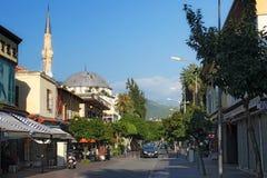 TURKIJE, ALANYA - 10 NOVEMBER, 2013: Typische kleine straat in Alanya Royalty-vrije Stock Foto