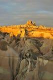 Turkije. Cappadocia. Mening over rots-kasteel van Uchisar stock foto