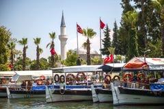 TURKIJE, DALYAN, MUGLA - 19 JULI, 2014: Het toeristische verstand van Rivierboten Stock Foto