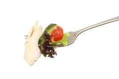 Turkije en salade op een vork Royalty-vrije Stock Fotografie