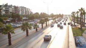TURKIJE - IZMIR, TURKIJE - JULI 2015: Het verkeer en de stadsmening van Izmir van Goztepe-Brug stock videobeelden