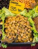 Turkish вводят подготовленные оливки в моду в рынке Стоковое Изображение