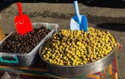 Turkish вводят подготовленные оливки в моду в рынке Стоковое Фото