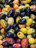 Turkish вводят подготовленные оливки в моду в рынке Стоковые Изображения