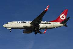 Turkish Airline Boeing 737 landing Royalty Free Stock Images