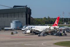 Turkish Airlines Airbus A330 à l'aéroport de Berlin Tegel Image libre de droits