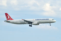 Turkish Airlines Airbus A321 landing at Istanbul Ataturk Airport Royalty Free Stock Photos