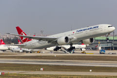 Turkish Airlines Boeing 777-300 Fotografia Stock