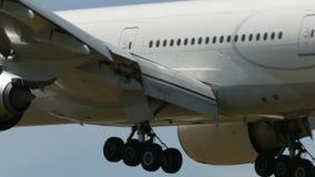 Turkish Airlines Boeing B777 que aterra a Narita video estoque