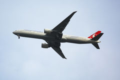 Turkish Airlines Boeing 777 descending for landing at JFK International Airport in New York Stock Photography