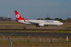 Turkish Airlines Boeing 737-800 start från Köpenhamnflygplats Arkivfoto