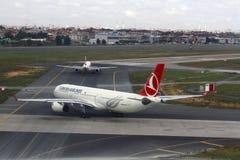 Turkish Airlines en el aeropuerto de Estambul Ataturk Imagen de archivo