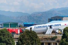 Turkish Airlines flygbusskrasch på den Katmandu flygplatsen Arkivbild