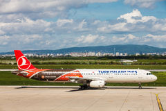 Turkish Airlines preparing to take off at Zagreb Airport, Croatia Royalty Free Stock Images