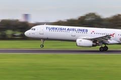 Turkish Airlines snabbt tagande-av Royaltyfri Fotografi