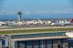 Turkish Airlines voyagent en jet décolle à l'aéroport international de Los Angeles Photographie stock libre de droits