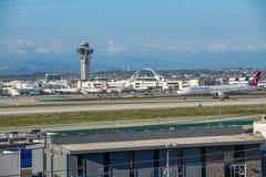Turkish Airlines voyagent en jet décolle à l'aéroport international de Los Angeles Image libre de droits