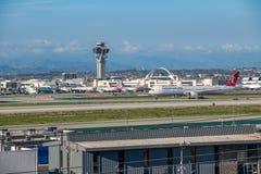 Turkish Airlines voyagent en jet décolle à l'aéroport international de Los Angeles Image stock