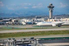 Turkish Airlines voyagent en jet décolle à l'aéroport international de Los Angeles Images stock