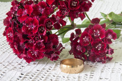 TURKISH CARNATION GOLDEN WEDDING RING Royalty Free Stock Photography