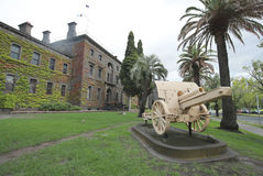 Turkish 5.9 Inch Howitzer captured by the Australian Mounted Division. MELBOURNE, AUSTRALIA - JANUARY 27, 2016: Turkish 5.9 Inch Howitzer captured by the royalty free stock photos