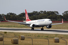 Turkish 737 touching down Royalty Free Stock Photography