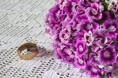 TURKISH VIOLET CARNATION PAIR GOLDEN RINGS Stock Image