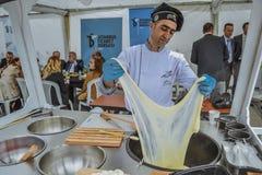 Turkisk arbetare i restaurang Royaltyfria Foton