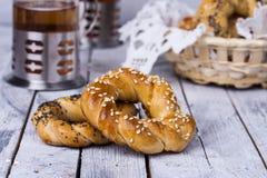 Turkisk bagel, simit arkivbilder