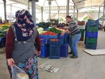 Turkisk den basarfrukt och grönsaken stannar arkivfoto