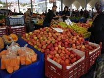 Turkisk den basarfrukt och grönsaken stannar royaltyfria foton