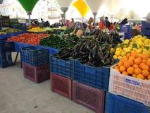 Turkisk den basarfrukt och grönsaken stannar arkivbild