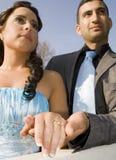Turkisk ethnische Verpflichtungs-Hochzeitspaare Stockfotografie