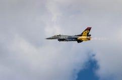 Turkisk F-16 falk - Soloturk skärmlag Arkivfoto
