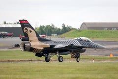 Turkisk falk för flygvapenGeneral Dynamics F-16CG stridighet 91-0011 av för ` för turk` solo laget för skärm Royaltyfria Bilder