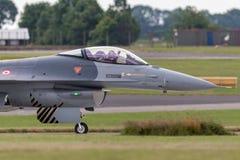 Turkisk falk för flygvapenGeneral Dynamics F-16CG stridighet 90-0011 av för ` för turk` solo laget för skärm Royaltyfria Foton